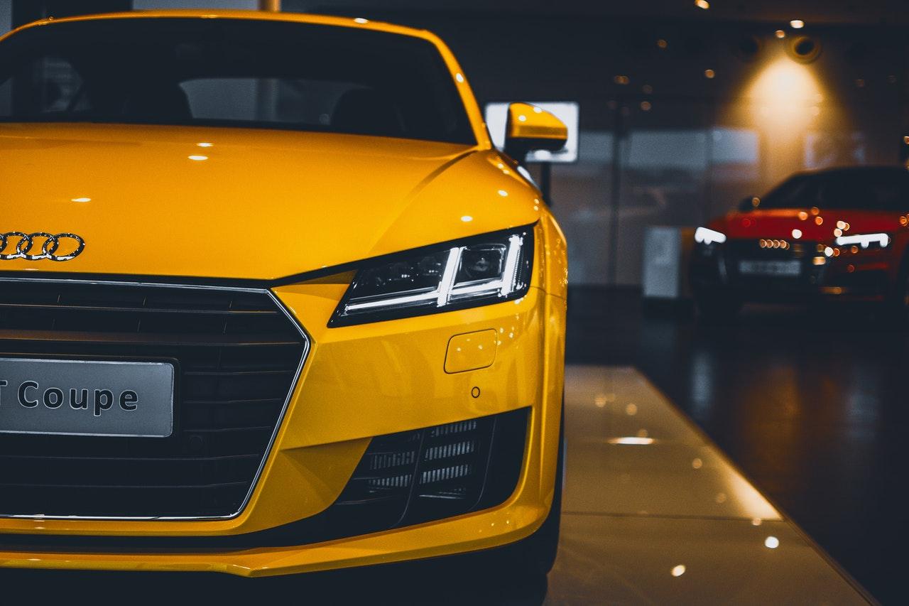 Lange rijen RDW vanwege grote vraag naar import auto's