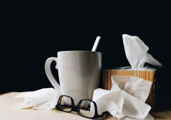 Wat is keelpijn en wat kun je er het beste tegen doen?